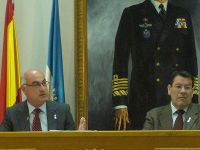 El alcalde nombra mediante decreto abogado para su defensa y en  Pleno extraordinario se aprueban nuevos acuerdos en materia de asignaciones a los grupos políticos.