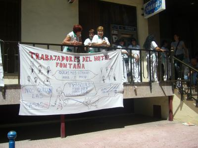 Izquierda Unida y Psoe exigen al Ayuntamiento que paguen la deuda contraida con el Hotel Fontana para que se pague a sus trabajadores.